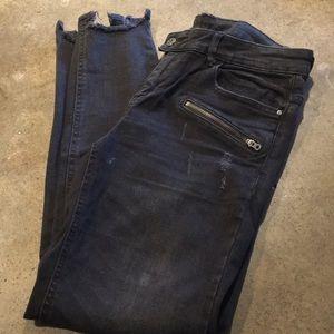 Zara vintage look jeans.